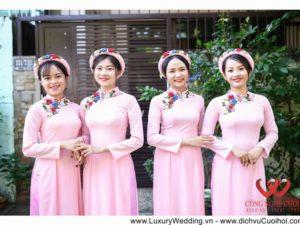 áo dài bưng quả màu hồng