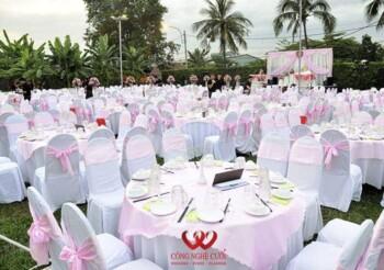 Tiệc cưới ngoài trời tông màu hồng nhà hàng Bến Xưa