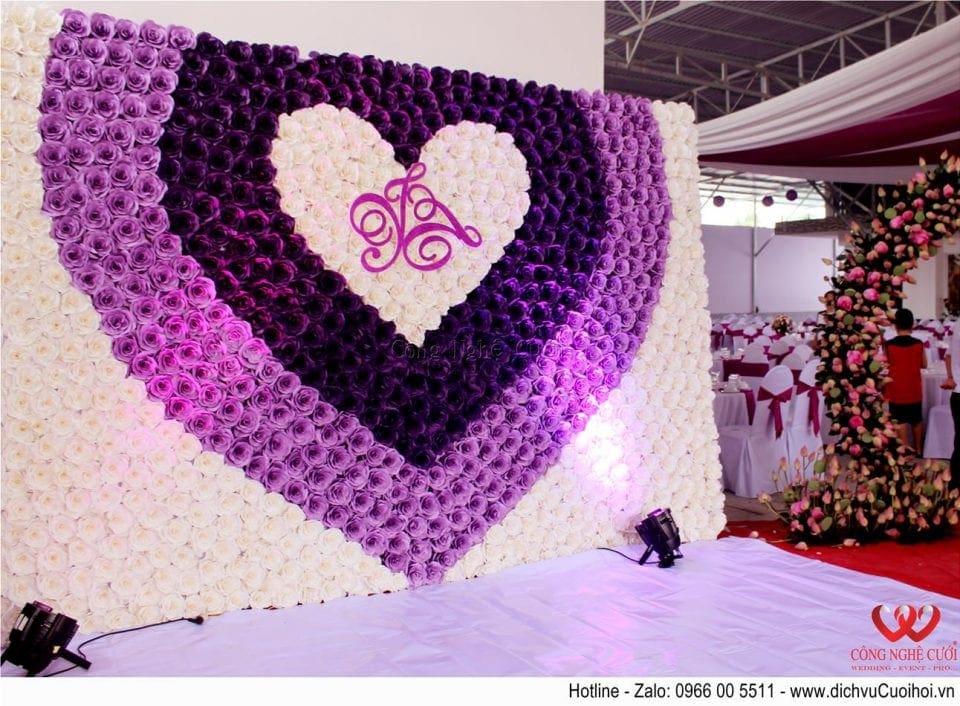 Trang trí tiệc cưới trọn gói tông màu tím- Backdrop hoa giấy