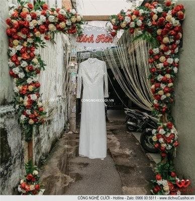 Áo dài cô dâu treo Cổng hoa lễ đính hôn